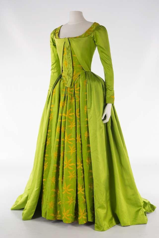 Musée de la Dentelle de Caudry - Costumes Haute Couture...Not a fan of the color but it has a nice slyle.
