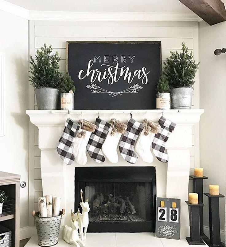 Such cute farmhouse Christmas decor!