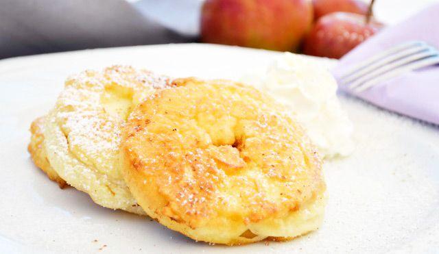 Tiroler #Apfelküchle schmeckt einfach köstlich. Vor allem im Westen des Landes wird das Rezept gerne und oft verwendet.
