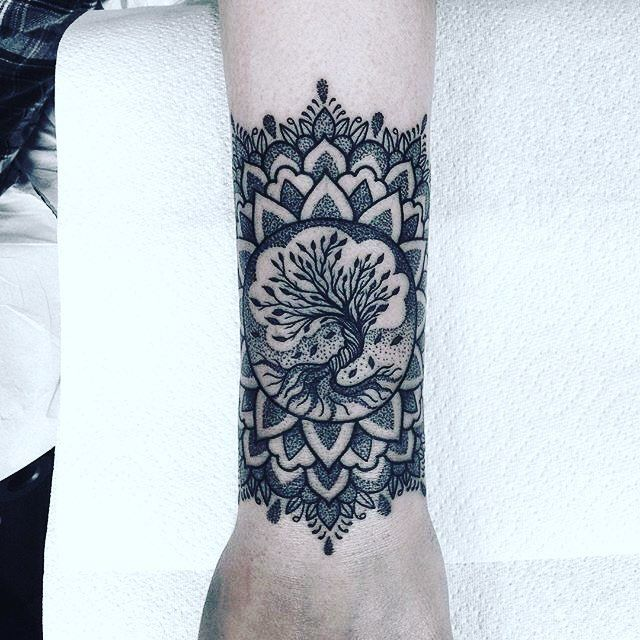 mandala wristband tattoo by ema sweeney tattoo pinterest handgelenk zentangle zeichnungen. Black Bedroom Furniture Sets. Home Design Ideas