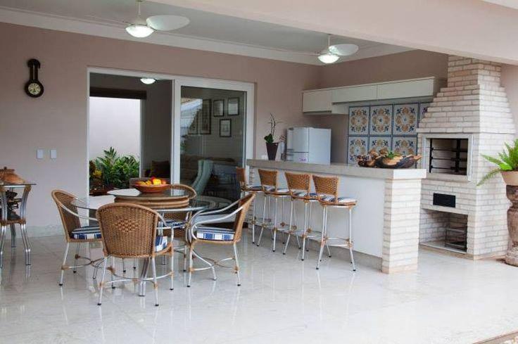 Confira sugestões de decoração área de lazer com churrasqueira. Veja fotos e muitas dicas para ter uma linda decoração área de lazer com churrasqueira.