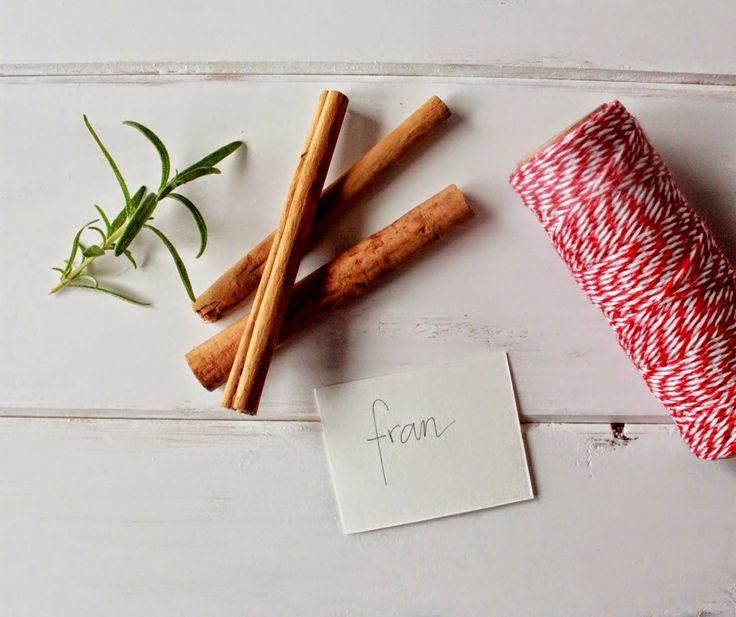 marcador de mesa de canela e alecrim