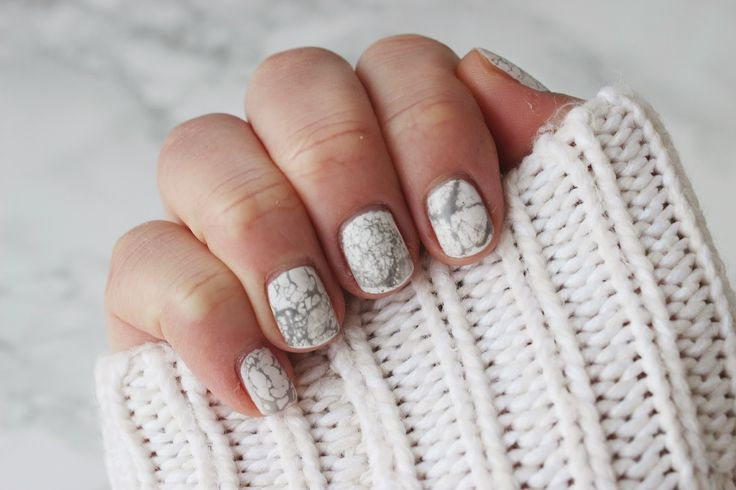 DIY MARBLE NAIL ART TUTORIAL. The white + grey combo would be the perfect complement to sweater weather.