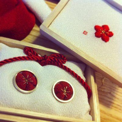 梅の和リングピローphoto by mishima office花嫁さんのお手伝いをしていて、本当にたくさんのリングピローを見てきました。その中でも私の心...