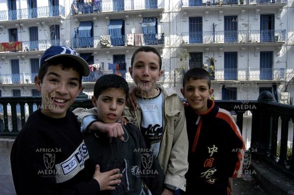 Children in the streets of Algier.