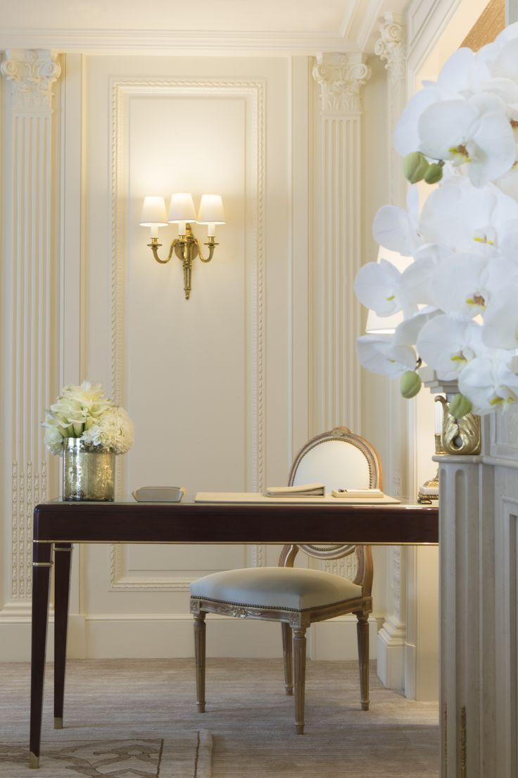 Presidential Suite Desk