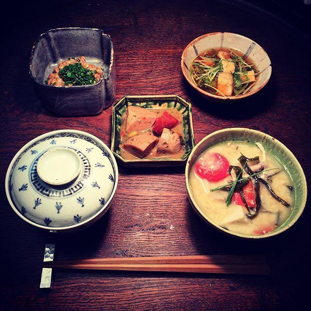 Instagram media by ziprockers - 昨日のですが、こんな感じでした。煮物と鮟鱇鍋の残り、水菜とおあげの煮浸しです。器は古伊万里やら鎧茶碗やら。  #おうちごはん #骨董 #和食器 #和食 #料理 #うちごはん #foodpic #foodporn #instafood #うつわ #暮らし #自炊  #antique #ceramics #Japanesefood #ランチ #昼食 #昼飯 #lunch #古伊万里