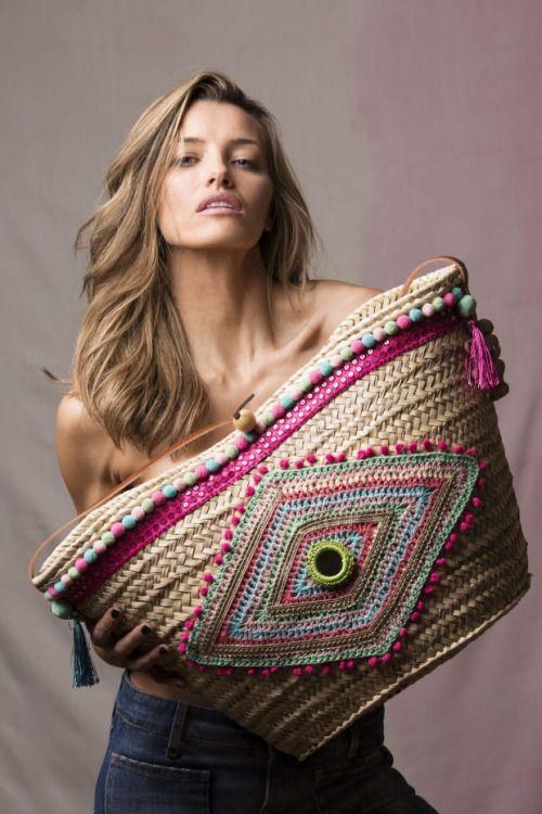 TatiTati Style  ➳➳➳ See more innovative designs! http://www.tatianaandrade.com