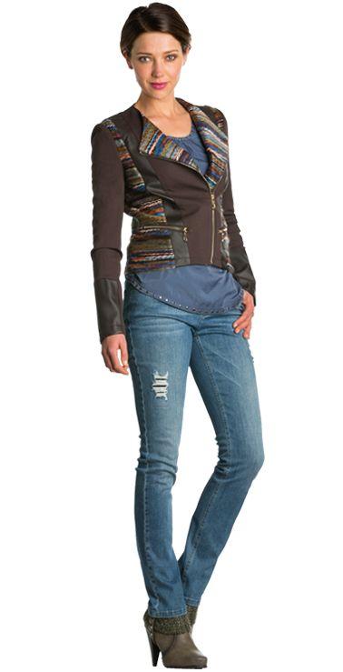 Blauwe jeans met pailletten, Blauw shirt met studs & Bruin jasje met gebreide details São Paulo en Dolce Vita #jeans #pailletten #shirt #studs #jasje #gebreid #details #budapest #FW15 #kennedyfashion #saopaulofashion