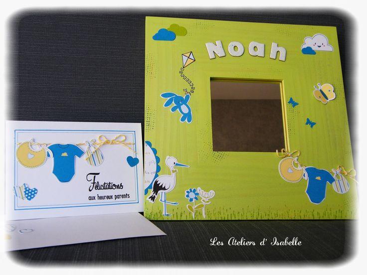Cadre miroir personnalisé. Cadeau de naissance original. et sa carte assortie. Vert, jaune, bleu. doudou, cigogne, body et petits vêtements.