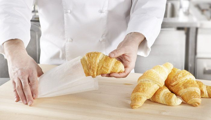 STORING & PACKING. SAGA Deli Bag is ideal for preserving and consuming pastries and other dry food on the go.