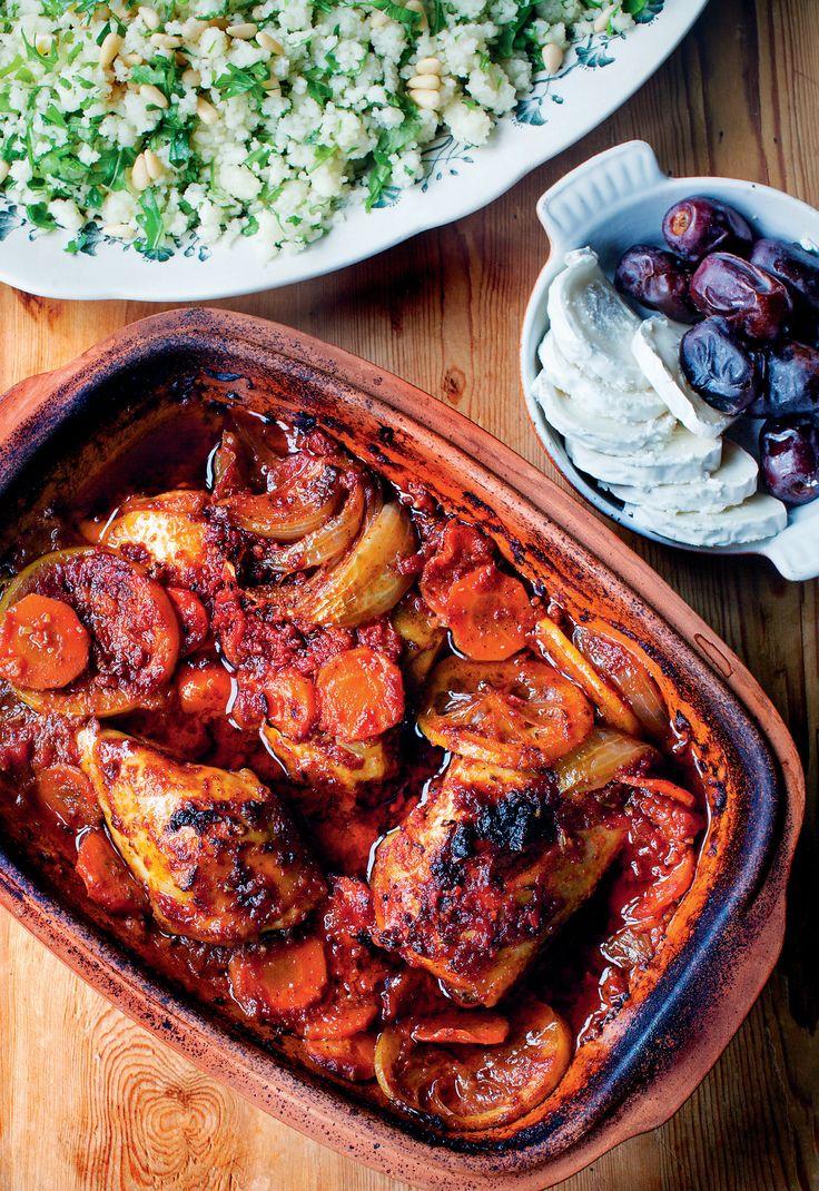 Från Kristina Erikssons bok Mustiga grytor och långkok: Marockansk kyckling i lergryta med dadlar