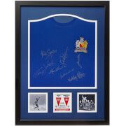 #All Star Signings Manchester United 68 Shirt Signed and Framed #Manchester United became the first English team to win the European cup in 1968. Their win against Benfica was the culmination of Man United™s ten years of rebuilding after the 1958 Munich air disaster, in which eight players lost their lives and left Matt Busby fighting for his life. This official replica shirt commemorates Manchester United™s 1968 European Cup Final win over Benfica. The shirt is signed by Man Utd legends…