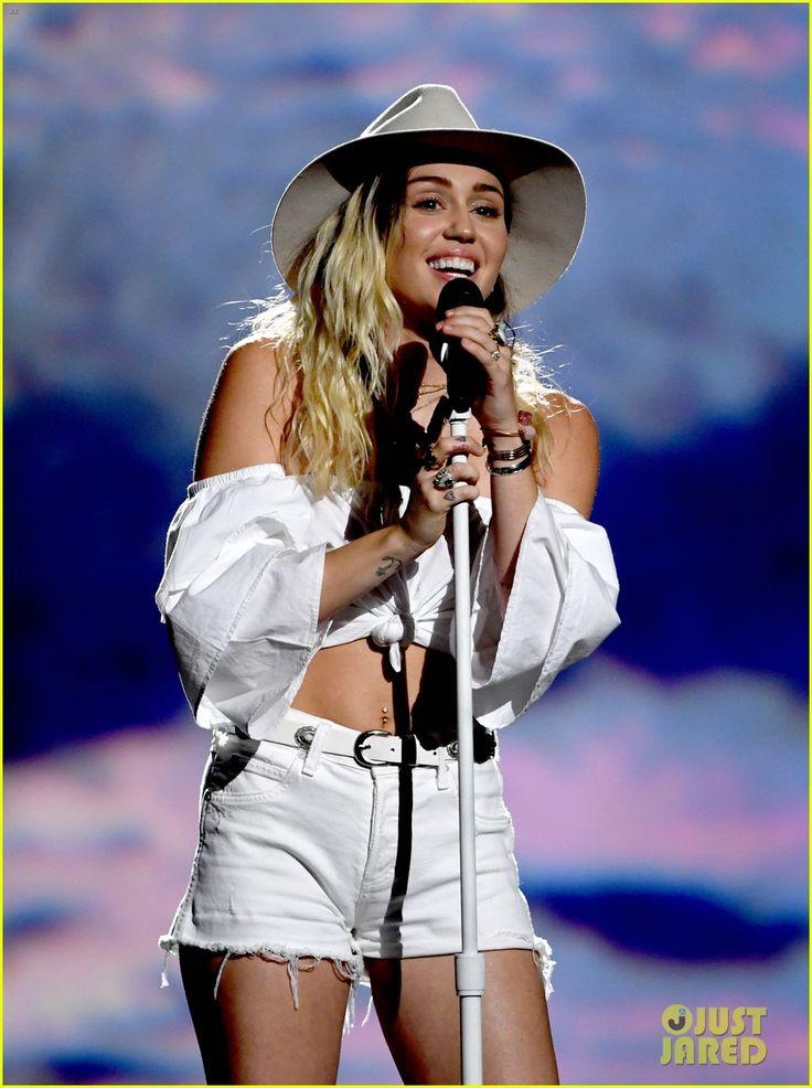 Miley Cyrus' Billboard Music Awards 2017 Performance Video ...
