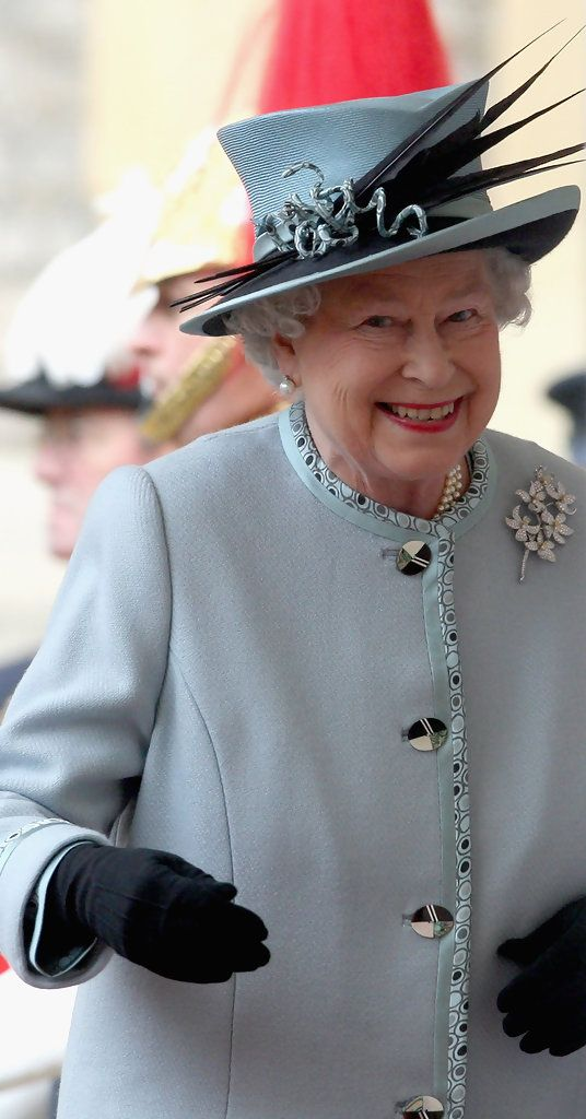 HRH Queen Elizabeth II smiles as she escorts the President of the Republic of India Prathibha Devi Singh Patil during the ceremonial start of her State Visit on October 27, 2009 in London, England.  The President will stay at Windsor Castle as a guest of the Queen from October 27 -29.