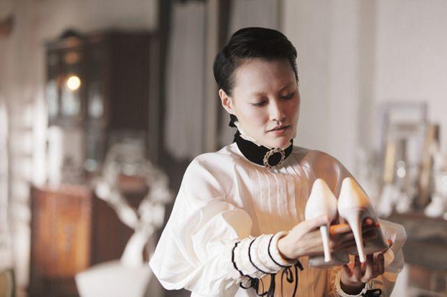 シャネル&ミハラが衣装協力、菊地凛子主演『ハイヒール』16年公開