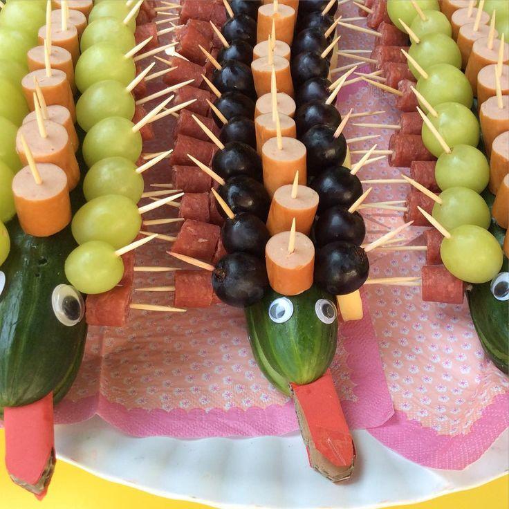 #DIY #Crocodile #Birthday #Party from www.kidsdinge.com    www.facebook.com/pages/kidsdingecom-Origineel-speelgoed-hebbedingen-voor-hippe-kids/160122710686387?sk=wall         http://instagram.com/kidsdinge #Kidsdinge #Toys #Speelgoed