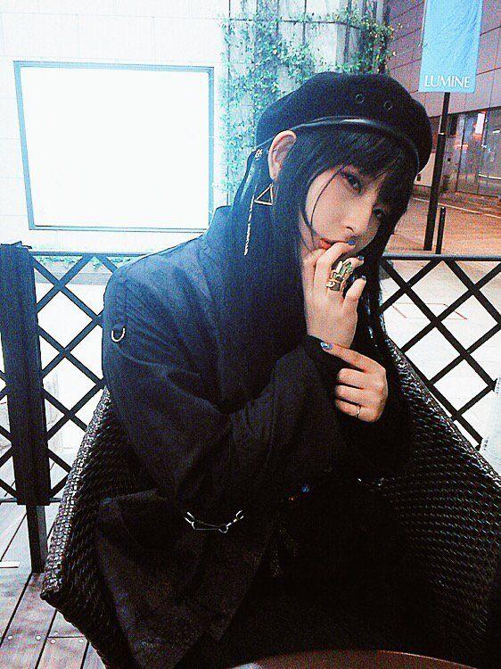 "DAOKO_staff on Twitter: ""【RADIO】 銀座着!""FM NACK5 おに魂""生放送前に一息チャージ。今日のダヲ系ポイントはパンク加工のチャイナシャツ。お気に入りのアーマーリングも装備!(マネ) https://t.co/tqY7W4B6ta"""