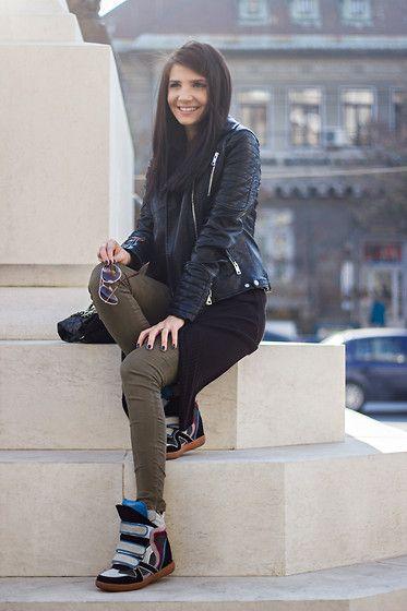 "Ea e ""fata misterioasa""! Ii puteti descoperi lumea pe ""http://themysteriousgirl.ro/"".    [Isabel Marant Sneakers]"