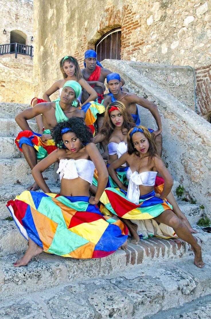 SANTIAGO DE CUBA ||| Dancers . El Morro Fortress . Santiago de Cuba
