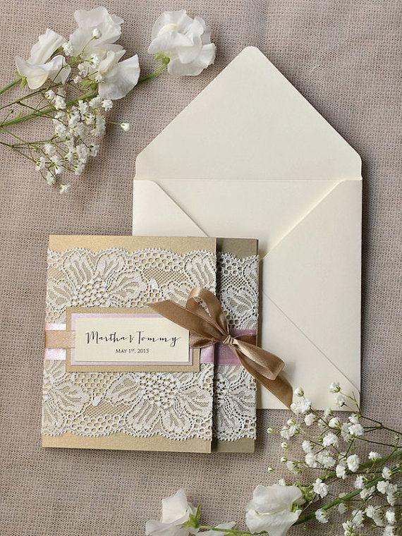 Custom listato Beige (100) e rosa pizzo invito a nozze, inviti di nozze Pocket piegare, invito a nozze Vintage