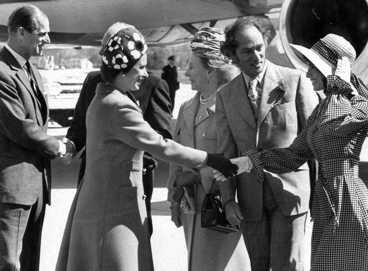 From the PNG archives: Queen Elizabeth arrives at the #Vancouver International Airport. The Queen is seen here shaking hands with Margaret Trudeau while Prime Minister Pierre Trudeau stands by. #history #royalty