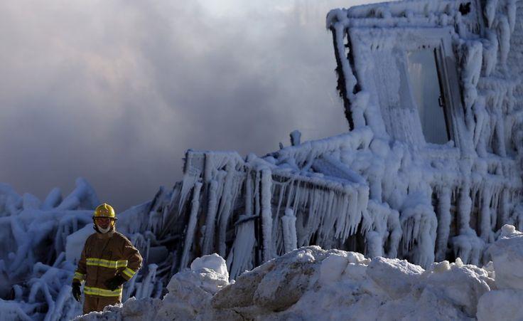 Incendio in Quebec. Un incendio ha colpito un ricovero per anziani in Quebec, Canada. I morti accertati sono 5, mentre 31 persone mancano all'appello (Reuters/Mathieu Belanger)
