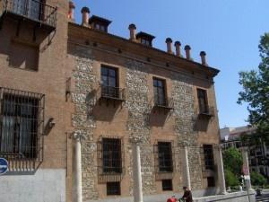 La Casa de las Siete Chimeneas, junto a la Gran Vía