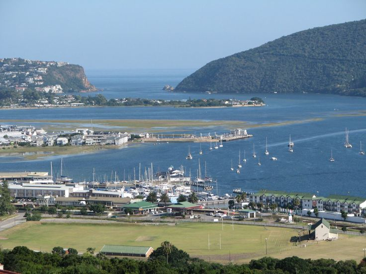 Take a boat cruise through the famous Knysna Heads for fantastic whale & dolphin watching trips