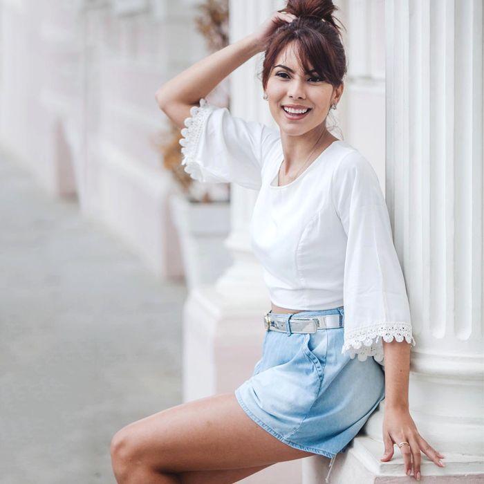 LOOKSLY - Aline Brum com blusa e shorts jeans do Verão 2017