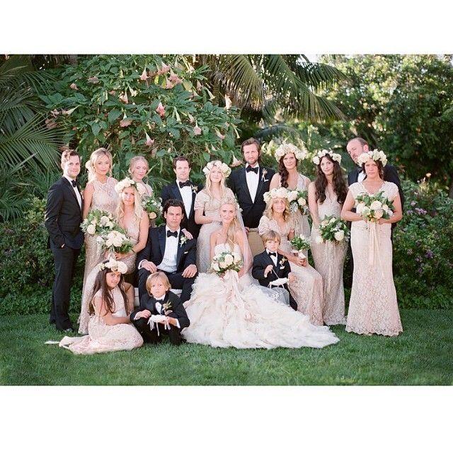Para os padrinhos e pajens: gravata borboleta, para as madrinhas e damas: vestidos rendados e flores! ♥️ Lindo demais! #flowerlover #amolapisdenoiva #lovely #padrinhos #madrinhas #daminhas #flores #gravataborboleta #casamentodedia #weddingday {via: @megsorel}