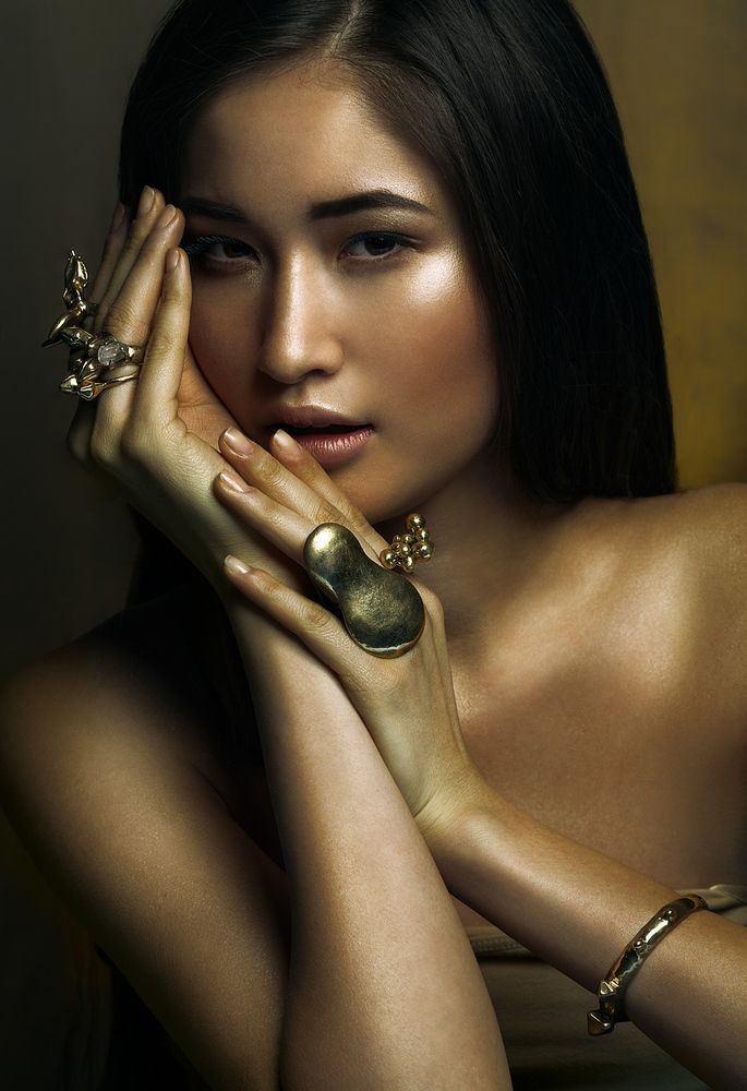 gold girl, photoshoot, jewlery,asian beauty, retoush,gold,make up,makeup,creative,commercial,advertising,goldgirl,gold scin ,creative portrait, sand, beauty, darck make up , indian jewlery, retoush,