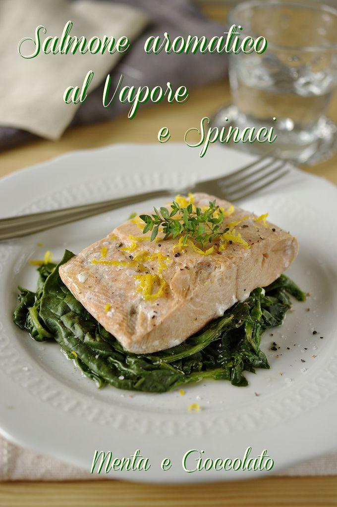 Salmone aromatico al vapore con spinaci. Un grande classico per la vaporiera VITALIS della WMF!