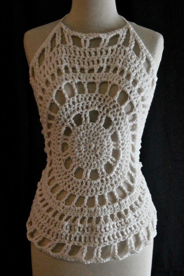 CQ .·:*ßeÁ©]-[Ý`*:·. Crochet: Happy Days Halter. Direct link to pdf pattern from Red Heart here: http://www.redheart.com/files/patterns/pdf/LW2344_0.pdf