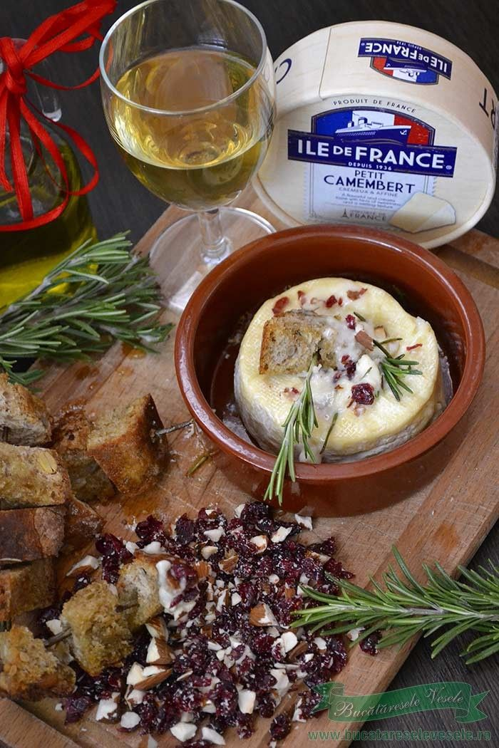 Camembert la cuptor cu migdale si merisoare .Cum se pregateste reteta camembert la cuptor cu migdale si merisoare.Aperitiv festiv !!
