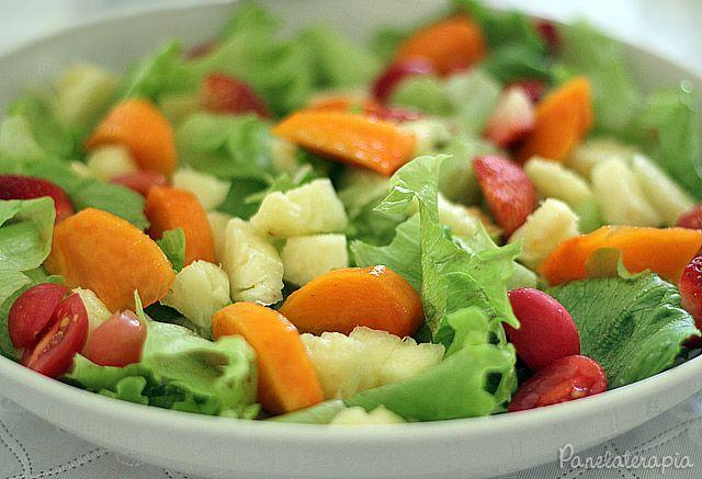 Panelaterapia | Salada com Folhas e Frutas | http://panelaterapia.com