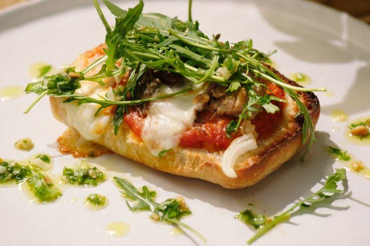 Ciabatta pizza 'al tonno'