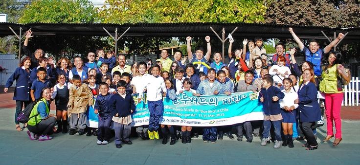 Una imagen vale más que mil palabras. Los niños del Centro de Protección de Pudahuel, los voluntarios de Hyundai de Corea del Sur y la gente de GN Chile.