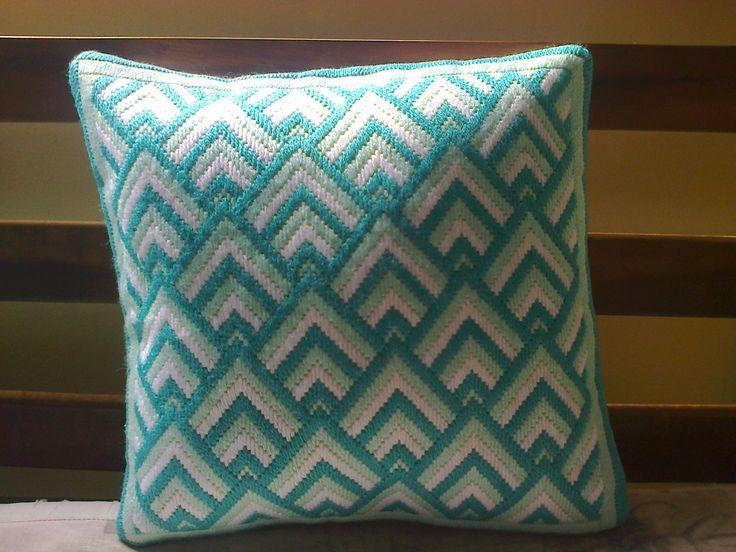 almofada bordada em tapeçaria - 'bargello'