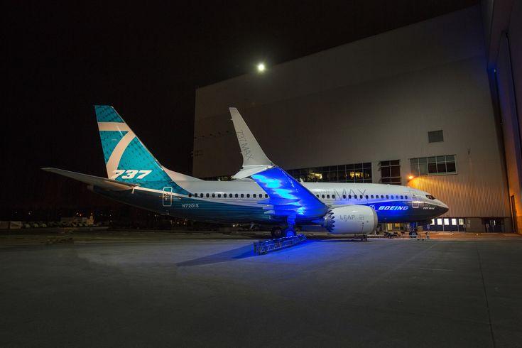 Le Boeing 737 MAX 7 sort du hangar