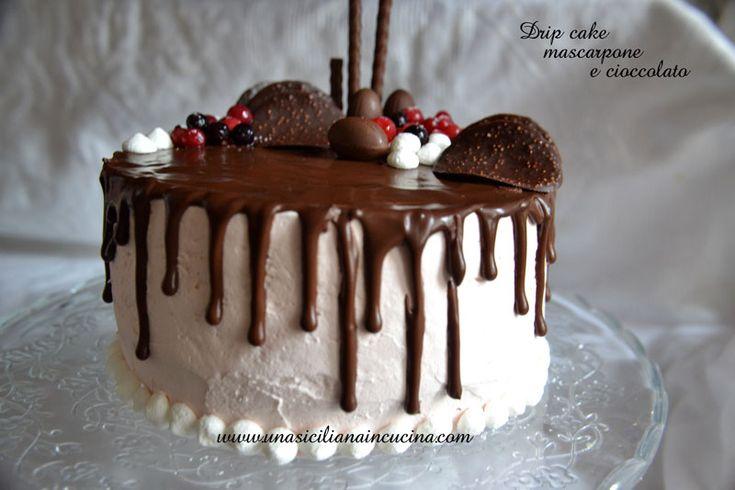 Drip cake mascarpone e cioccolato una torta bella da vedere ricca di decorazioni e di tanta glassa al cioccolato oppure di vari colori