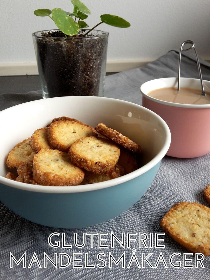 Sprøde glutenfrie småkager kan være svære at opnå. Her får du en nem og velsmagende opskrift på mandelsmåkager med marcipan og kardemomme. [low fodmap]