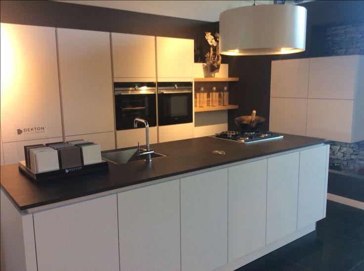 17 beste idee n over modern kookeiland op pinterest keukeneetkamer kookeiland tafel en - Fotos van moderne keuken ...