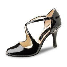 """Pour allier glamour et bonne tenue de votre pied de danseuse, ce modèle de chaussures de danse Nueva Epoca par Werner Kern vernis satisfera les plus exigeantes en matière de look. Rock the dancefloor babe! Modèle """"Lupe"""" de Nueva Epoca 165€ www.label-latin.com"""