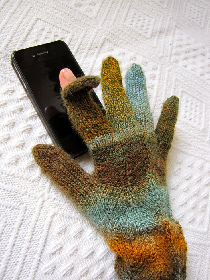 Smartphone-Gloves!  I knitted a pair of gloves for myself this winter