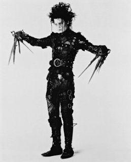 Коллин Этвуд создала костюмы к фильму Тима Бертона«Эдвард Руки-Ножницы» Хороший текст