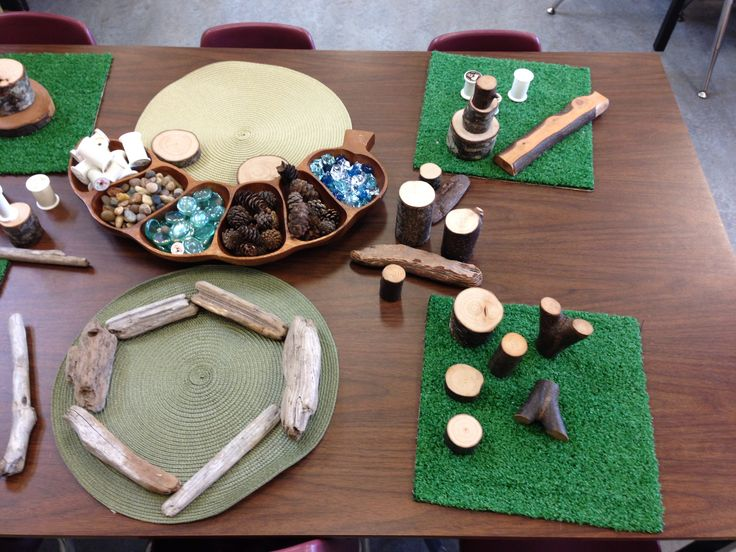 Natural materials and loose parts with grass mats story workshop