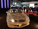 Mercedes coberto com 300 mil cristais Swarovski é um dos destaques da mostra