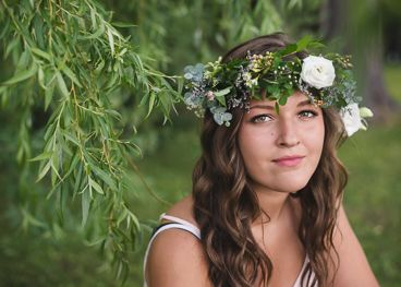 Amy Brownridge - PORTFOLIO. Flower crown senior girl. Love the subtle greens and white flowers.