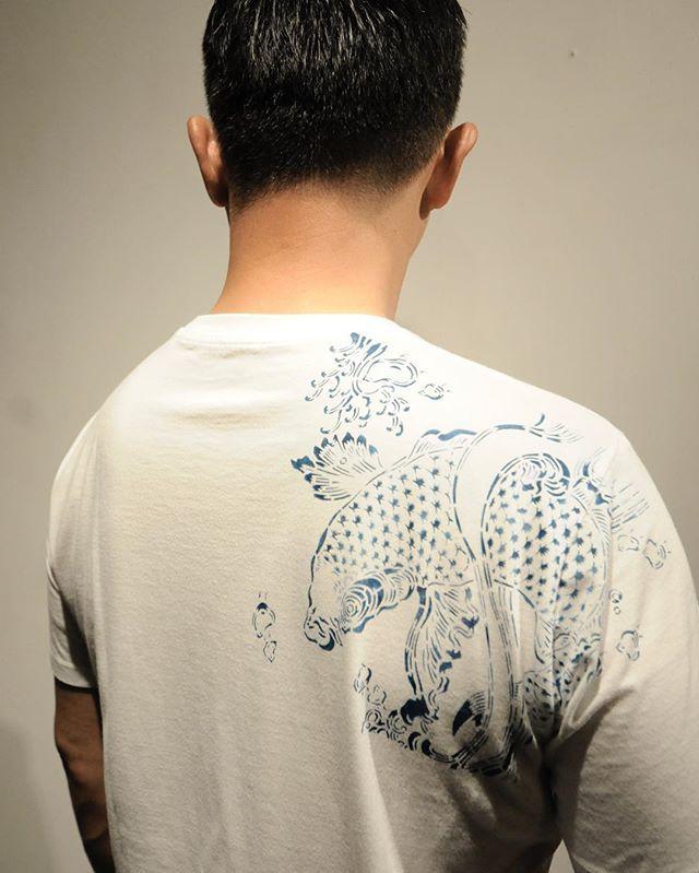 ". Paris Design Week 2016 出展作品 Japan Style & Design Now , Exhibition 「Naguri - le motif gravé  Le loge de lombre 〜陰翳礼讃〜 」 【鯉】 型染めアートTシャツ 【Koi - Katagami style】 Tatoo T-shirts made by katagami zome(Japanese indigo)  パリデザインウィーク2016 「日本デザインの今」 日時:2016/9/3(土)-9/8(木)11 :00-19 :00 場所:Galerie Gosserez :  3 Rue Debelleyme, 75003 Paris, France 主催:一般社団法人 関西インテリアプランナー協会(KIPA)  一般社団法人 日本インテリアプランナー協会(JIPA)  9/3 (土)13時〜オープン、15時〜ベル二サージュスタート 9/7 (水)型紙ワークショップ開催  PARIS DESIGN WEEK 2016 ""JAPAN STYLE & DESIGN…"